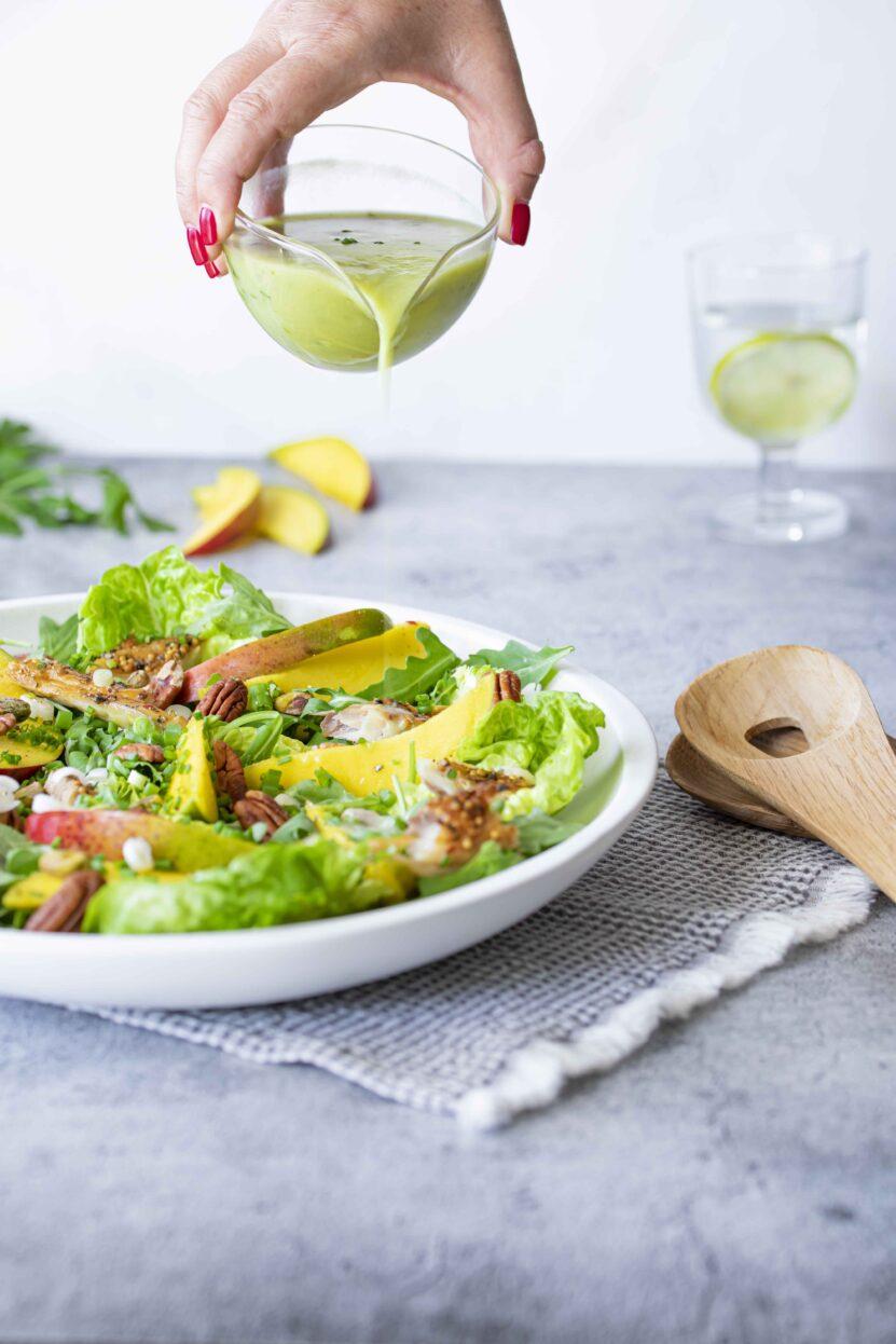 Salade met mango, makreel en avocadodressing